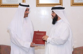 حاكم الفجيرة يستقبل عبدالله آل بركت الحاصل على الدكتوراة في مجال المحاسبة