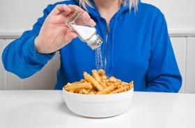 الإفراط في تناول الملح يضر الدماغ