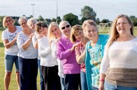 عائلة تحتفل بالشفاء من سرطان الثدي