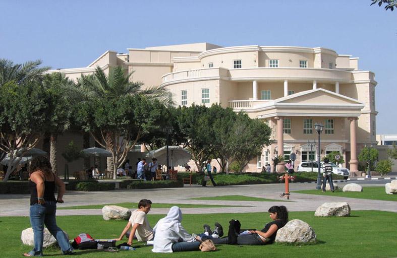 أمريكية دبي تمدد مهلة تلقي طلبات المنح الدراسية للقبول