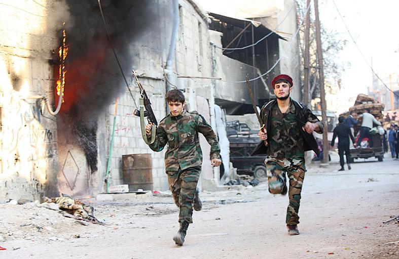 مقر الفرقة 17 آخر معارك النظام والمعارضة بالرقة