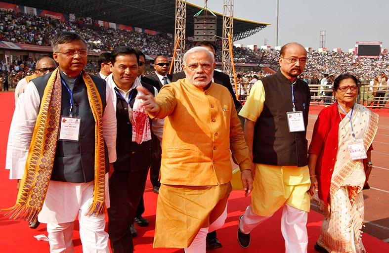رئيس وزراء الهند  يغازل الناخبين في كشمير