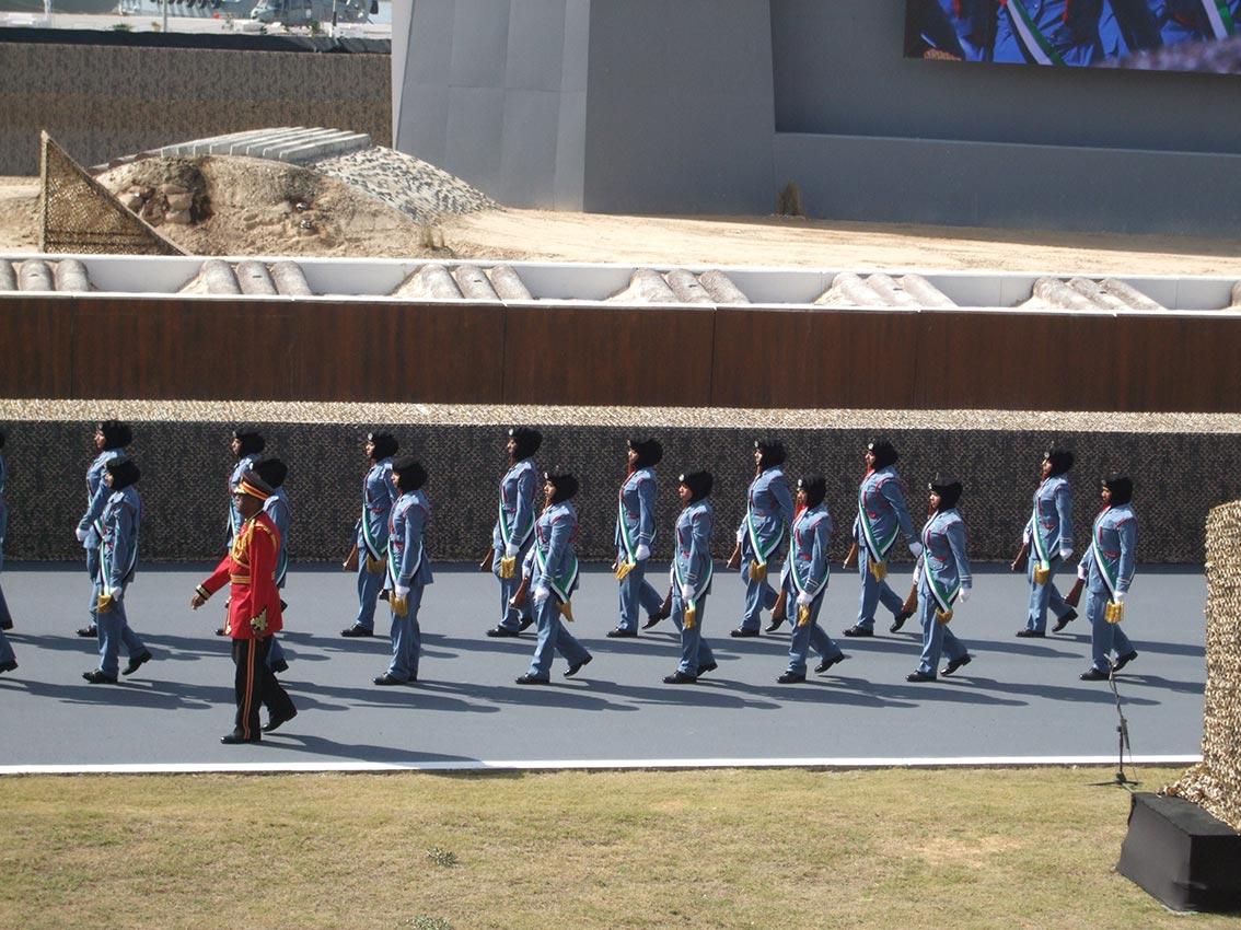 الشيخة فاطمة بنت مبارك تشهد افتتاح فعاليات معرض الدفاع الدولي ايدكس 2013