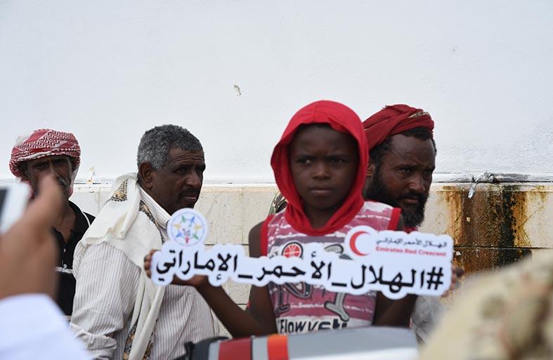 مواطنون يمنيون يشيدون بالإمارات وبمساعدات الهلال الإغاثية