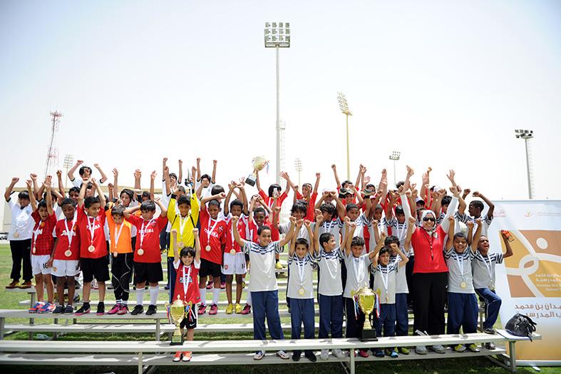 مدربو الأندية ينتقون المواهب في نهائيات كرة القدم بدورة حمدان بن محمد المدرسية