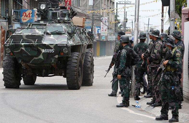 الجيش الفيليبيني يشن غارات جوية على المتمردين