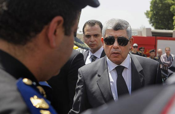 وزير الداخلية المصري يبدأ خطة تأمين المحافظات