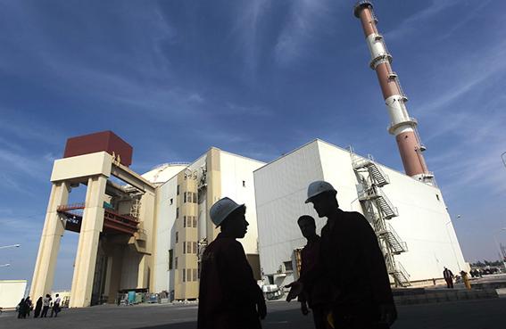 ظريف: العقوبات لن تغير سياسة إيران النووية