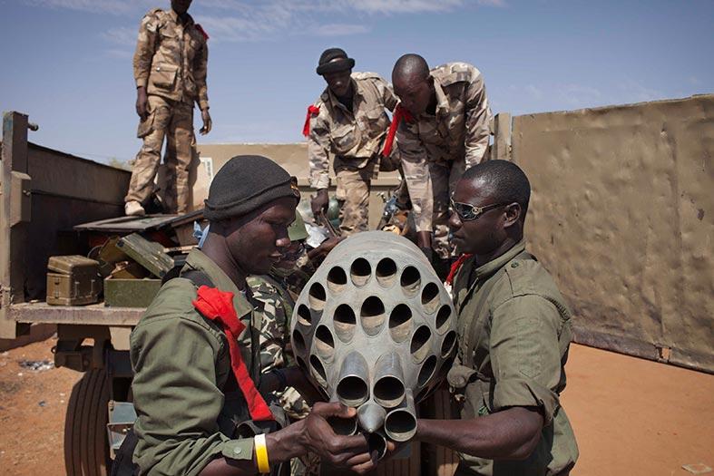 شكوك أمريكية حول انسحاب فرنسي .. مقتل عشرات المسلحين في معارك متواصلة بمالي