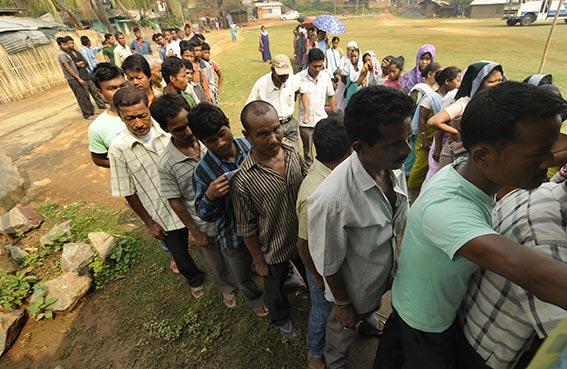 الهنود يواصلون الاقتراع في انتخابات طويلة ومعقدة
