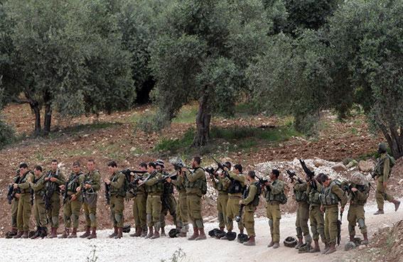 حملة تفتيش مسعورة للاحتلال بقرية في الضفة