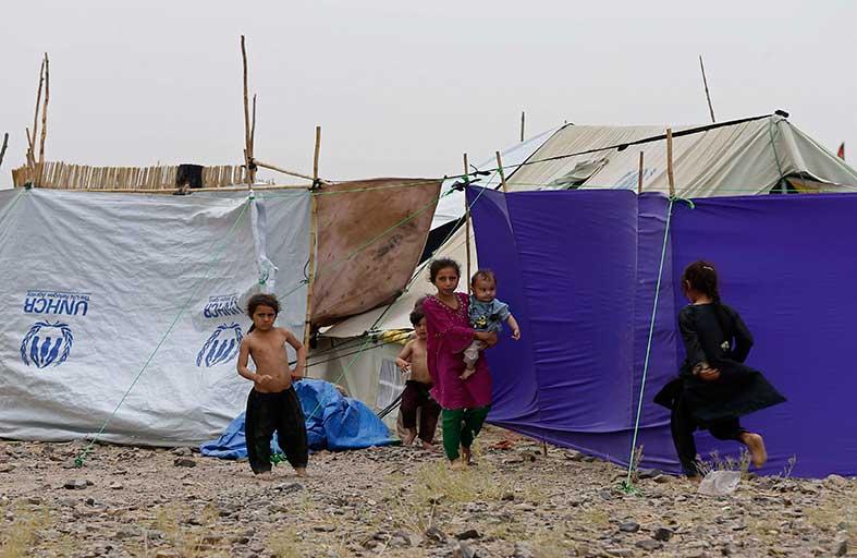 انقلبت الآية.. اللاجئون يهربون من باكستان لأفغانستان