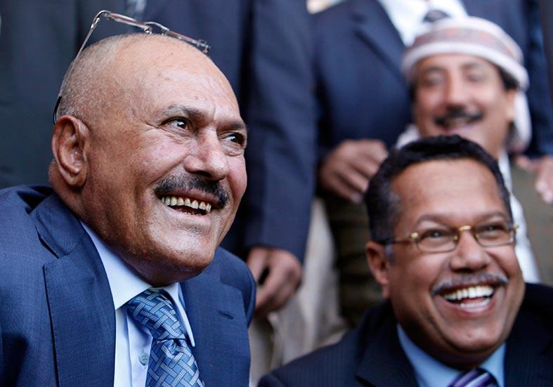 صالح يتهم البيض بأحداث عدن والمكلا .. مخاوف من تحول العنف في اليمن إلى حرب أهلية