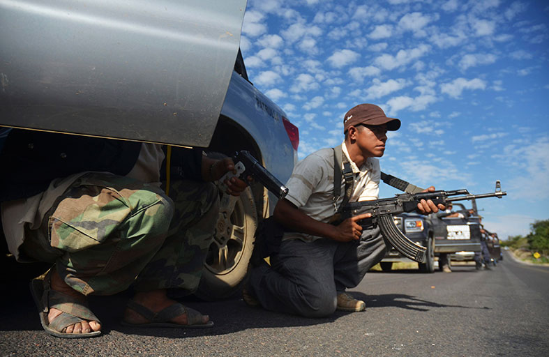 القوات المكسيكية تفك حصار مدينة من ميليشيات