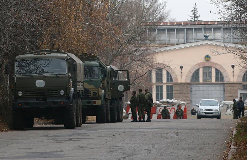 كييف تتأهب للقوات الروسية وتصاعد القصف في الشرق