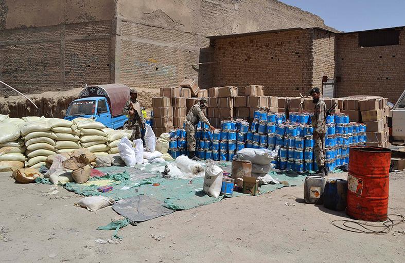 ضبط 100 طن من مواد لصنع القنابل في باكستان
