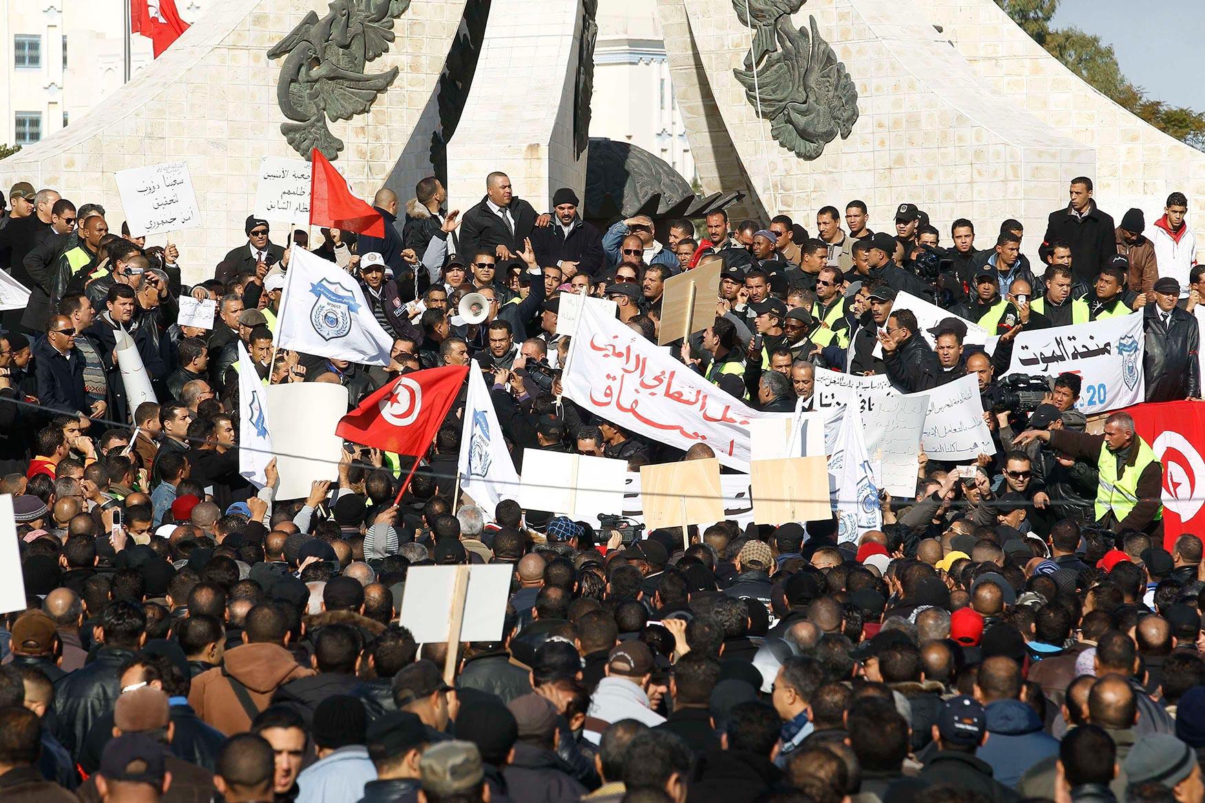 محاولة حرق المقر المركزي لحركة نداء تونس!