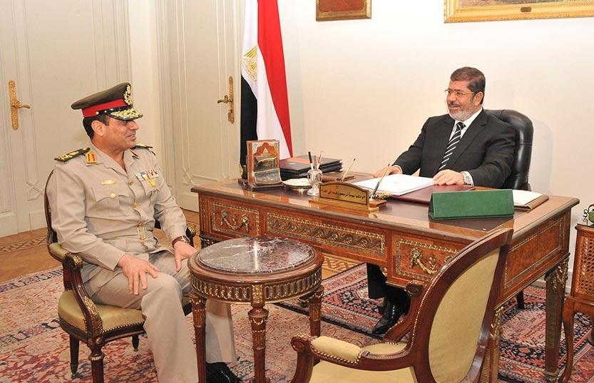 الجيش المصري حذر من حقل الألغام السياسي