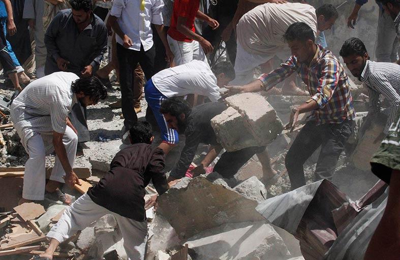 المعارضة تبادل جثة قتيل للنظام بـ13 معتقلاً في دمشق