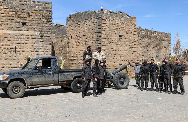 المعارضة السورية تسيطر على بصرى الشام وتتقدم في إدلب