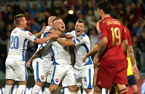 سلوفاكيا تحطم كبرياء إسبانيا في تصفيات أوروبا