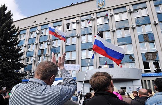 استمرار المواجهة بين الموالين للروس والمؤيدين لأوكرانيا