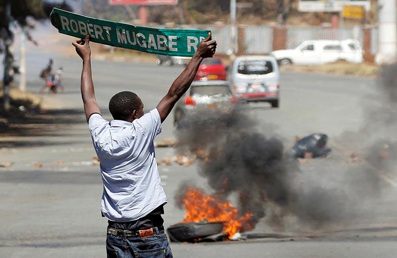 اشتباكات بين متظاهرين والشرطة في زيمبابوي