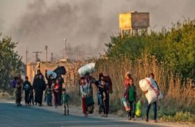 مدنيون خائفون يتركون بلداتهم على عجل في سوريا