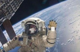 يدلي بصوته من محطة الفضاء