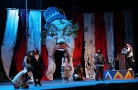 تفاعل لافت لجمهور «الشارقة القرائي» مع مسرحية «القطاوة» الكويتية