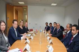 سيف بن زايد يلتقي في لندن وزيرة الداخلية البريطانية