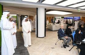 محمد بن راشد يشهد جانبا من برنامج الذكاء الاصطناعي
