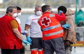 احتجاج على نقل مرضى كورونا بمدينة اسبانية