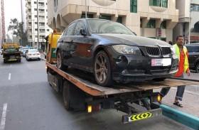 بلدية مدينة أبوظبي و«مواقف» تسحبان 33 سيارة مهملة