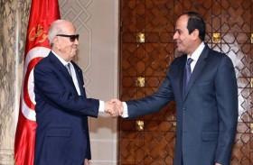 على هامش القمة العربية: السبسي يلتقي السيسي