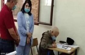 مسن مغربي يجتاز امتحان البكالوريا رغم كورونا