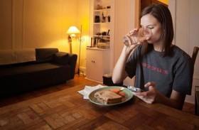 تناول الطعام على انفراد لخسارة الوزن