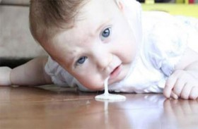 أساب القيء عند الأطفال وطرق علاجه