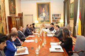 الإمارات وإسبانيا تبحثان التعاون في مجال تطوير البنية التحتية