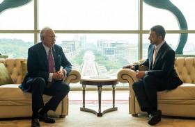 عبدالله بن زايد يلتقي رئيس وزراء ماليزيا