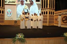 هيثم بن صقر القاسمي يكرم أوائل الثانوية والمتميزين في دبا الحصن