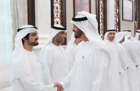 محمد بن زايد يستقبل المهنئين بشهر رمضان المبارك