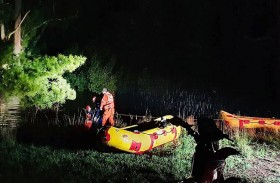 إنقاذ رجل تشبت بشجرة 10 ساعات