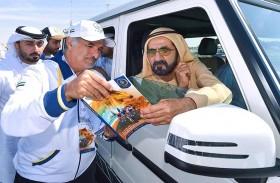 محمد بن راشد يشهد جانباً من منافسات طواف دبي الدولي للدراجات الهوائية