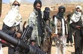 مقاتلو طالبان وجنود أفغان يحتفلون بوقف إطلاق نار
