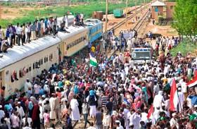 احتفالات في السودان بتوقيع الإعلان الدستوري