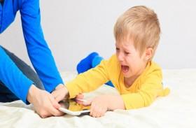 كيف تساعدين طفلك على التخلص من الإدمان على التكنولوجيا؟