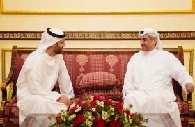 حاكم الفجيرة يستقبل محمد بن حمد بن طحنون