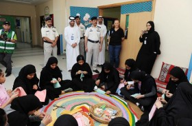 مدير قطاع المالية والخدمات بشرطة أبوظبي  يتفقد مخيم أجيال التسامح
