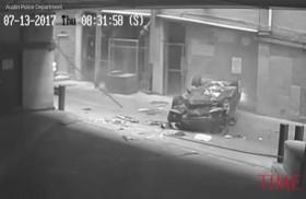 سيارة تسقط من الطابق السابع